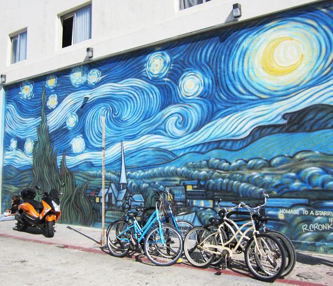 Mural of Der Mond of Vincent Van Gogh by R. Cronk, Venice Beach