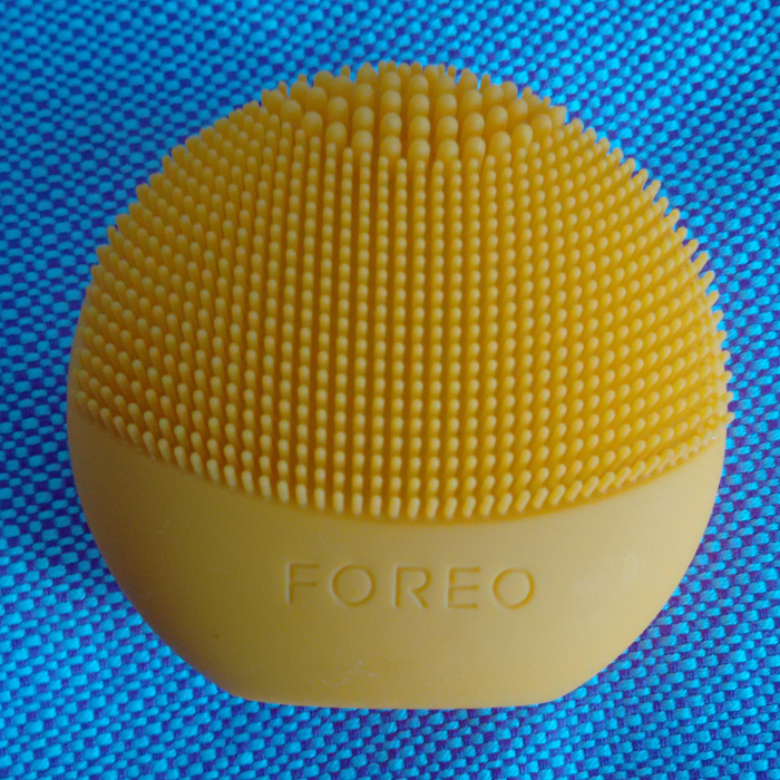 foreo_luna_play_yellow_macro