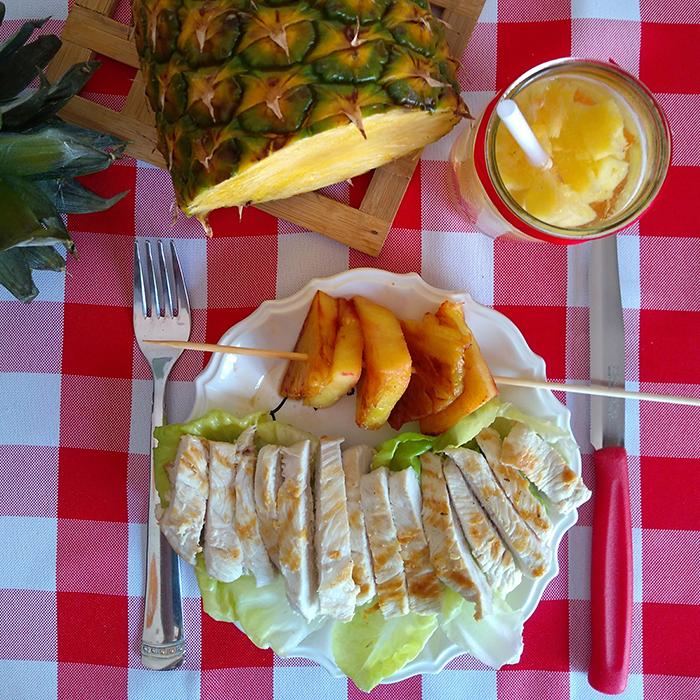 ananas e petto di pollo alla piastra