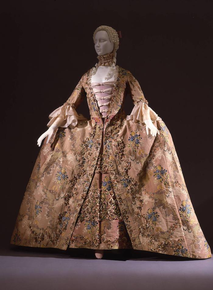 storia_della_moda_700_Abito_femminile_G.Costume